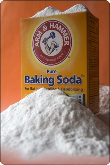 https://productjunkiesrehab.files.wordpress.com/2010/07/baking-soda.jpg